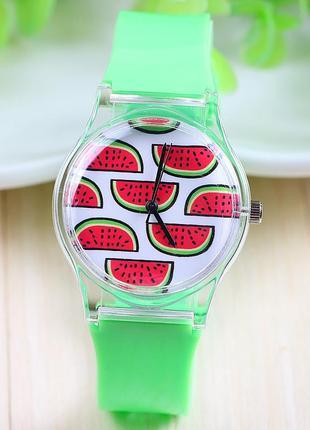 Яркие часы с силиконовым ремешком