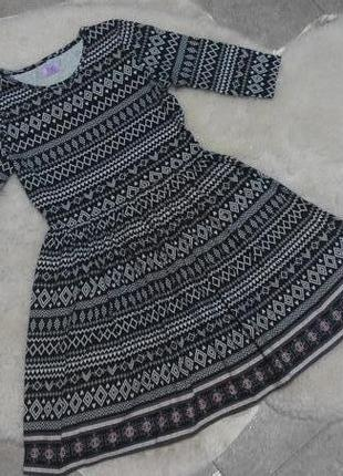 Трикотажное платье в орнамент f&f на 8-9 лет