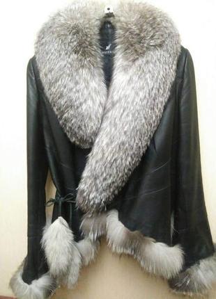 Красивая кожаная куртка