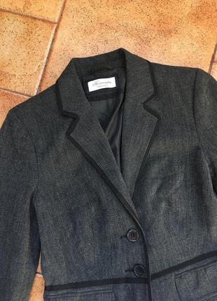 Красивый женский пиджак бренда yessica размер s