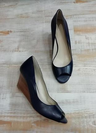 Кожаные туфли с открытым носком / длина стельки  25,5 см