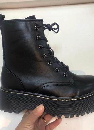Рр 36-41 стильные утепленные высокие черные ботинки берцы мартинсы на платформе