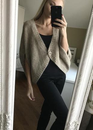 Шикарный теплый свитер на пуговице из шерсти