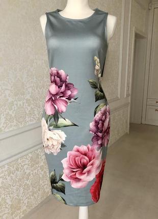 Платье серое / красивые яркие цветы/по фигуре/anna field