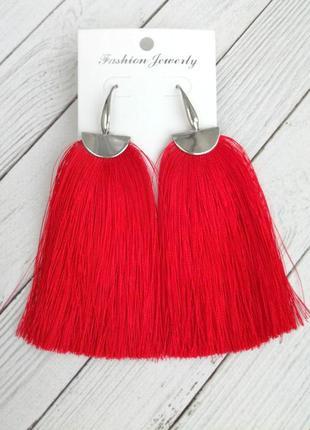 Модные серьги кисточки ярко красного цвета