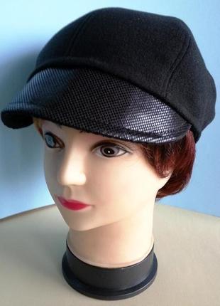 Кепка женская. хулиганка. черный кашемир. ручная работа. цена 250 гр.