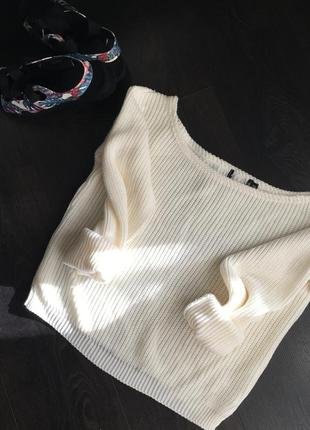 Красивый свитер на плечи prettylittlethings
