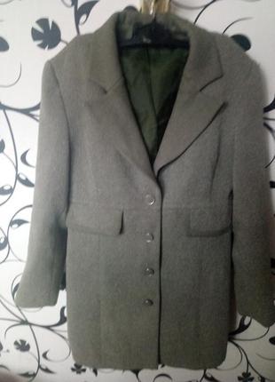 Добротный качественно пошиты удлиненный пиджак