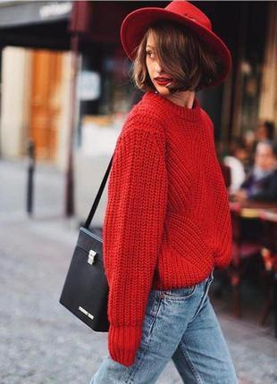 Яркий красный свитер крупной вязки от h&m
