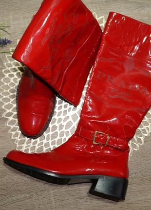 (37/24см) prada! кожа! крутые красные высокие сапоги на низком ходу
