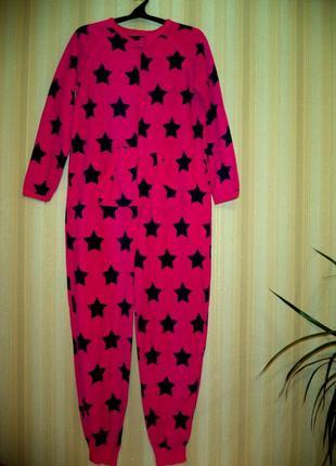 Малиновый флисовый комбинезон пижама в звездочки.