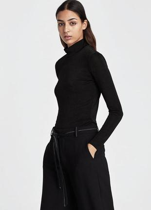 Базовый чёрный гольф стильная вещь в гардеробе каждой модницы