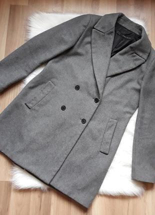 Шикарное шерстяное двубортное пальто бойфренд на осень-зиму zara. размер m-l