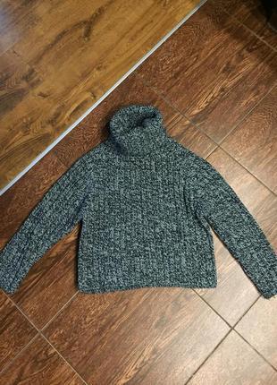Объёмный свитер воротник стойка