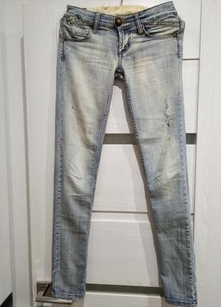 Фирменные котоновые джинсы , легкий стрейч,р.s
