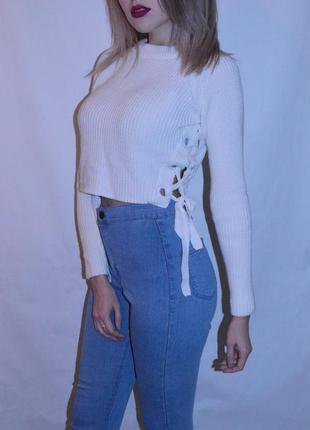 Актуальный укороченный свитер со шнуровкой от topshop