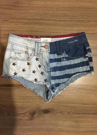 Фирменные джинсовые шорты с клёпками!!