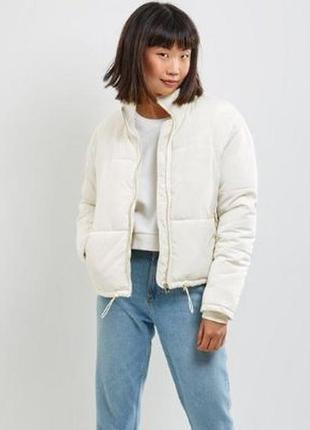 Стильная короткая курточка оверсайз на молнии на синтепоне