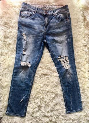 Крутые синие рваные джинсы only