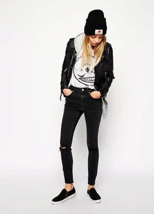 Графитовые джинсы скинни с высокой посадкой и рваными коленками zara