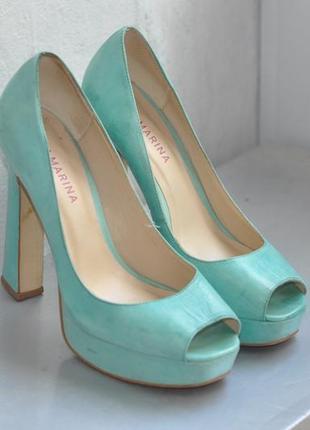 Уникальные бирюзовые туфли