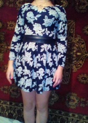 Платье с узором(розами)