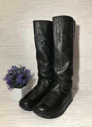 Стильные женские кожаные сапоги fitflop