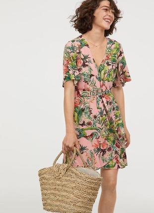 Нежное платье с рюшами в цветочный принт h&m размеры 32/34