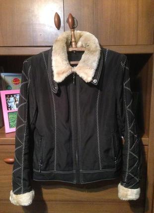 Утеплённая куртка, верхняя одежда.