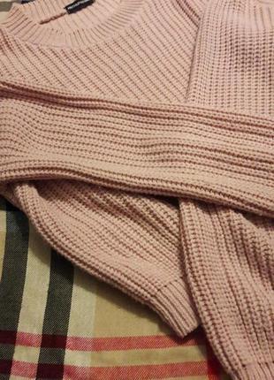 Пудровый розовый фирменный свитер prettylittlething