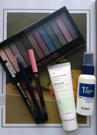 Набор косметика: карандаш для глаз, подводка, палетка теней