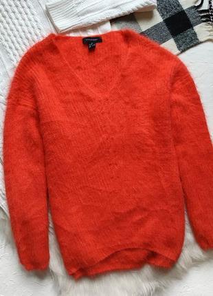 Яркий трендовый пушистый свитер v вырез плюшевый