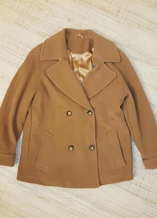 Срочно продамбежевое шикарное шерстяное класическое пальто,шерстяное пальто кемел,палтьо м