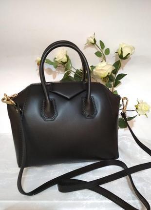 Небольшая сумочка в стиле givenchy чорного цвета