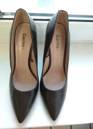 Продам туфли из кожзама 39 р.