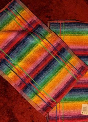 Новое радужное махровое полотенце