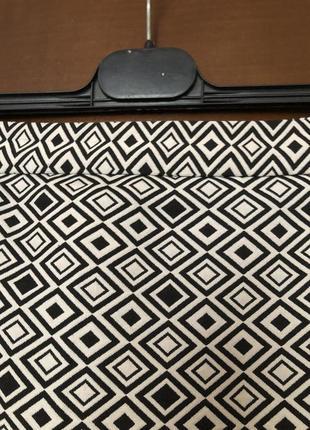 Актуальная юбка-карандаш marks & spencer с геометрическим принтом