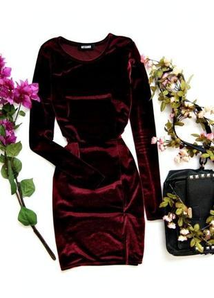 Эффектное бархатное бордовое платье