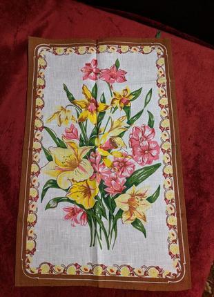 Новое кухонное полотенце с цветами