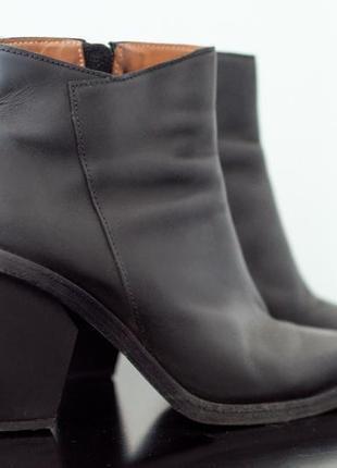 Ботинки из плотной кожи на устойчивом каблуке &other stories