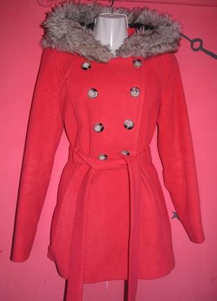 Теплое зимнее нежное пальто с меховым капюшоном ribbon