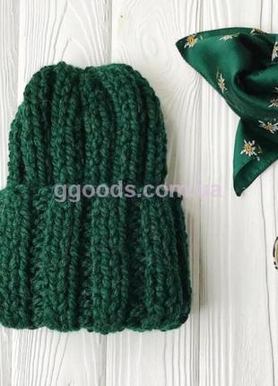 Женская вязаная шапка зеленая