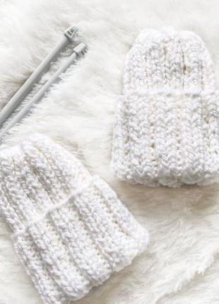 Женская вязаная шапка белая зимняя теплая