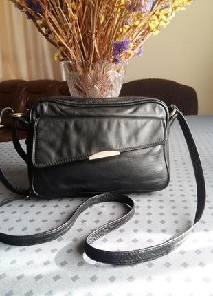 Кожаная черная сумка кроссбоди фирмы karina fashion