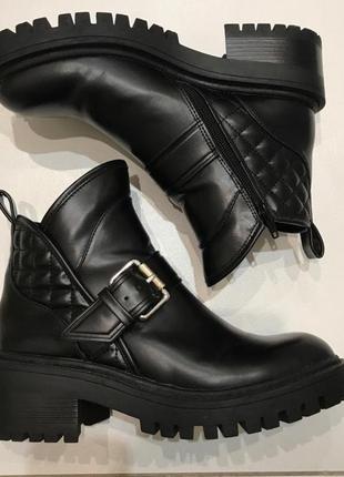 Кожаные ботинки zara trafaluc массивная подошва размер 39, стелька 25,5см.