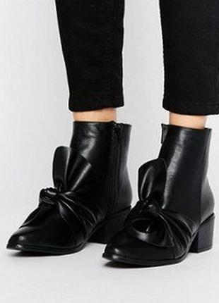 Актуальные ботинки с бантом missguided