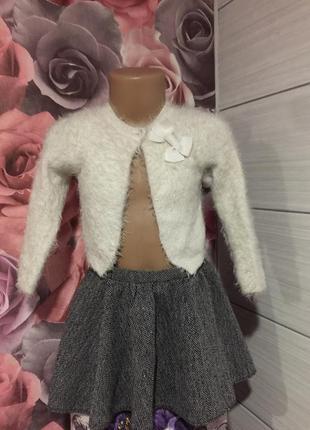 Теплая юбочка с розовой блестящей нитью  от бренда f&f, на 3-4 годика -можно и больше!