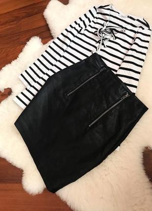 Кожаная юбка с замочками