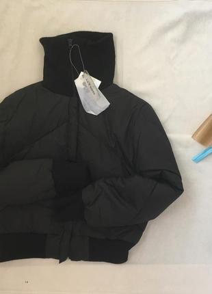 Черная пуховая куртка