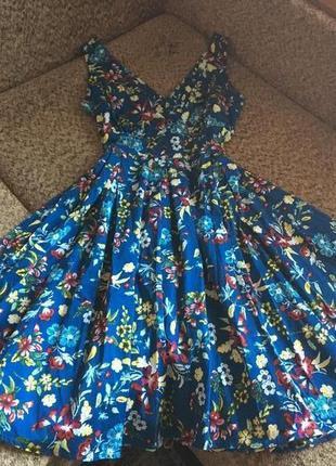 Яркое платье из стрейч котона миди длины